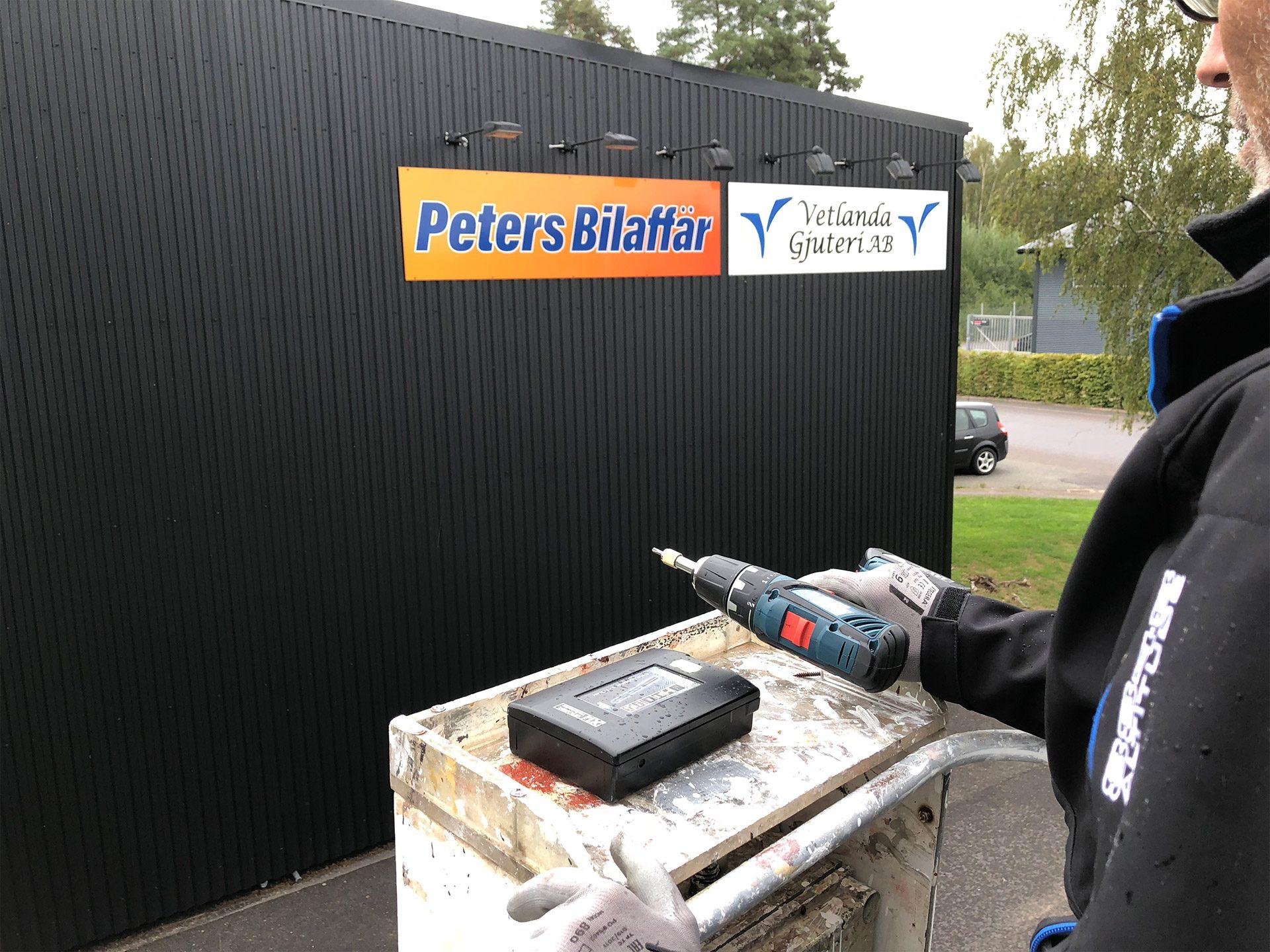 Peters bilaffär - fasadskylt